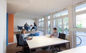 Produktives Arbeiten und einen großzügigen Arbeitsplatz - der Coworking Space.